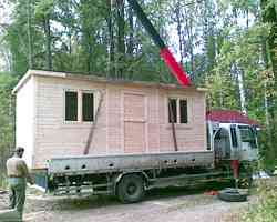 Доставка и разгрузка деревянных бытовок